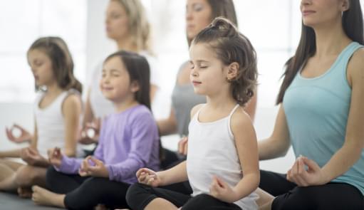 Crianças a fazerem Yoga | Holmes Place