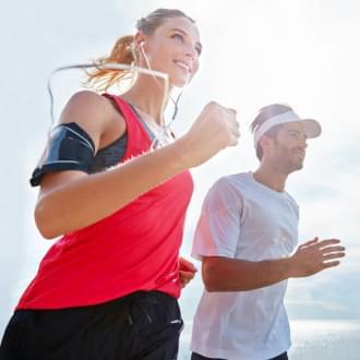 kobieta i mężczyzna podczas treningu biegowego Holmes Place