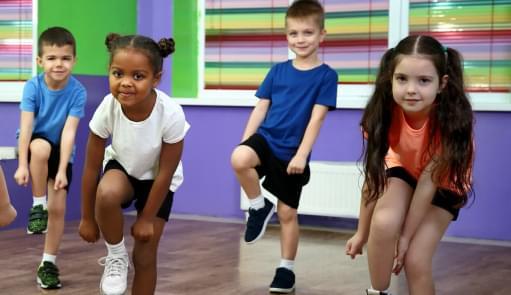 Crianças a dançarem Zumba | Aula de Grupo | Holmes Place