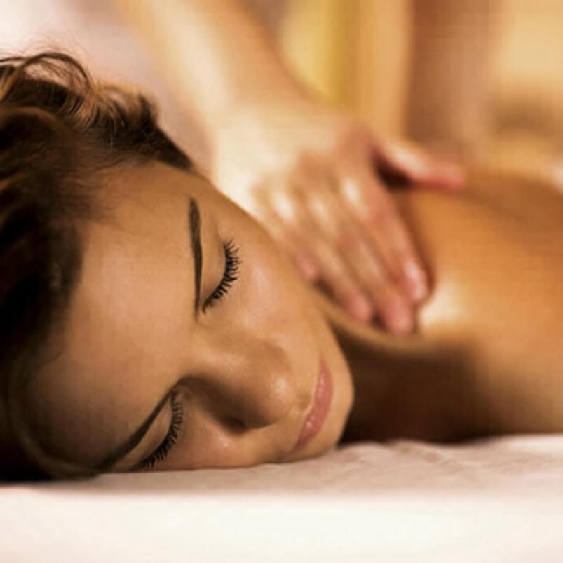 Holmes Place | woman having a massage