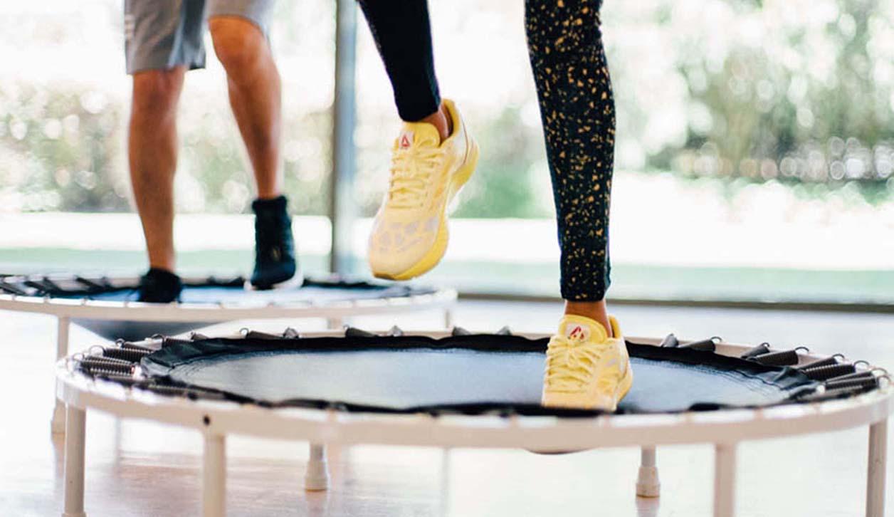 Holmes Place | ασκήσεις γυμναστικής με τραμπολίνο
