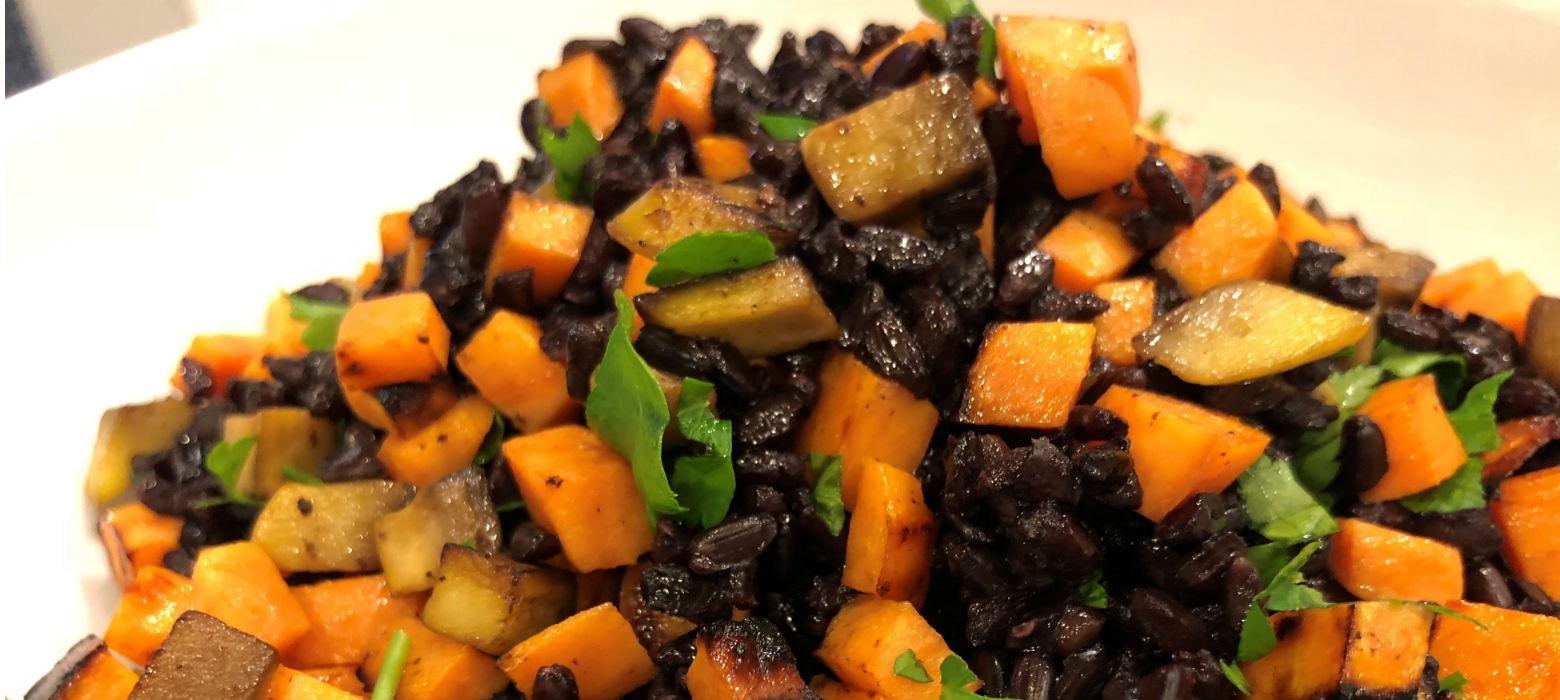 Holmes Place | Συνταγές σαλάτα με μαύρο ρύζι, γλυκοπατάτα