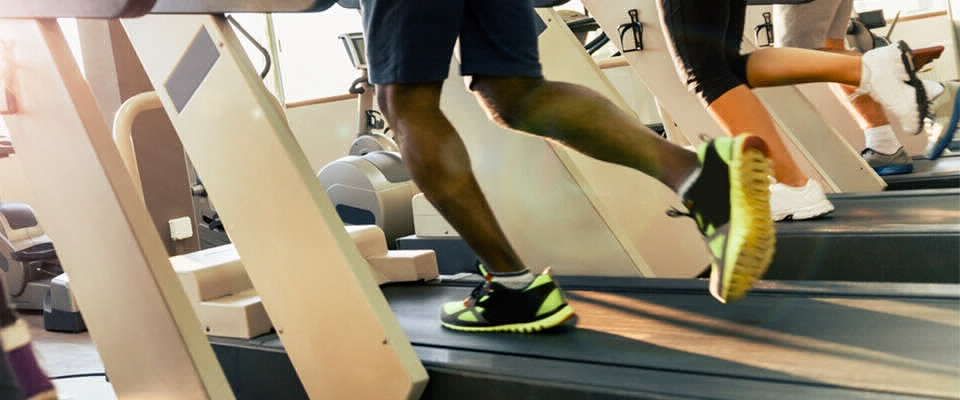 Holmes Place | Treadmill running close up legs and feet men woman