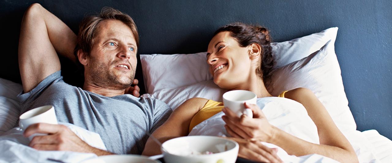 Casal a conversar na cama | Insónias | Holmes Place