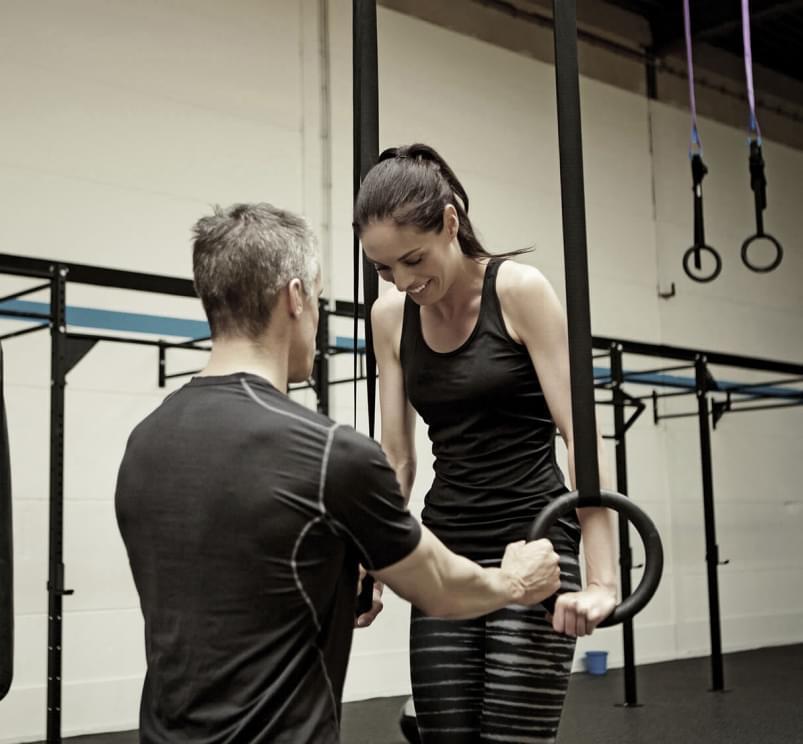 personal training mit mitglied im gym