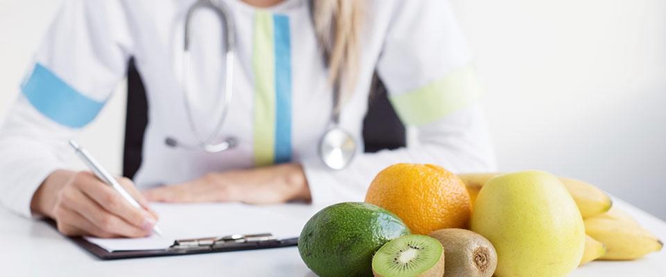 Nutricionista a dar consulta de nutrição | Holmes Place