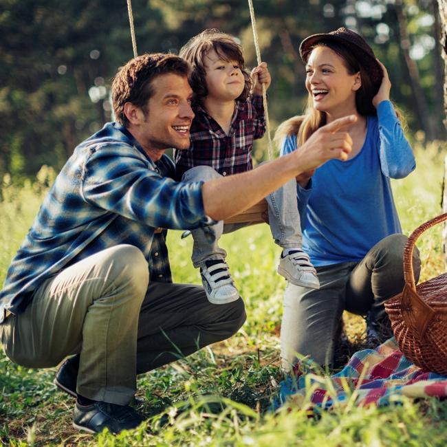 Rodzina na pikniku podczas weekendu