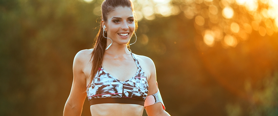 woman fitness outfit outdoor smiling sunset | Holmes Place