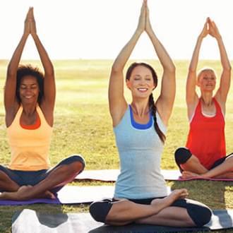 senhoras a praticarem Yoga - Holmes Place