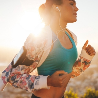 Holmes Place | woman running playlist songs