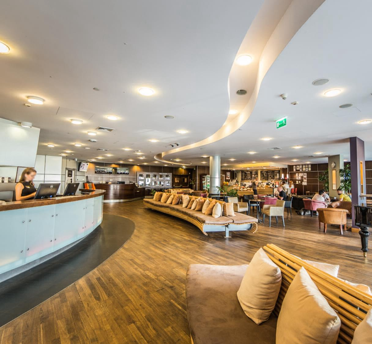 Holmes Place Poland |  Premium Hotel Hilton | Reception