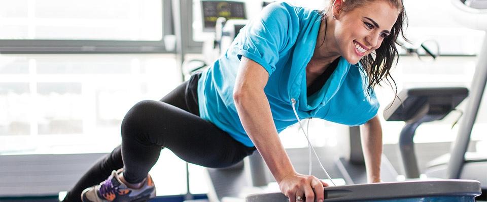 Mulher numa bosu a fazer exercício físico | Diabetes | Holmes Place