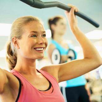 Mulher de 40 anos a fazer um treino | Fitness | Holmes Place