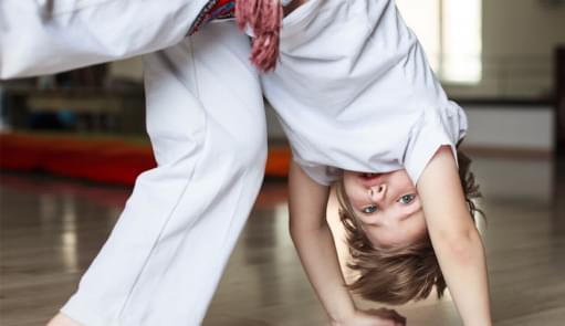 Miúdo a fazer capoeira | Aula de Grupo | Holmes Place