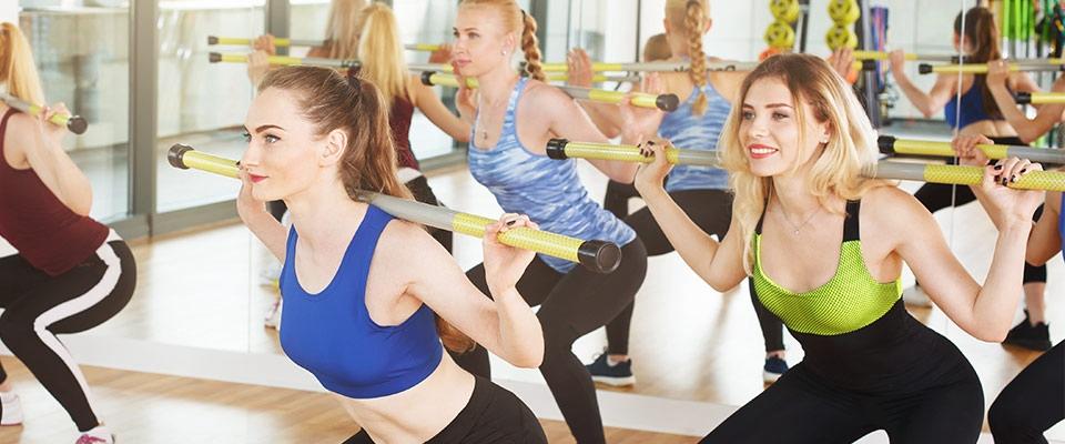 Grupo de mulheres a fazer BodyPump | Aula ideal | Holmes Place