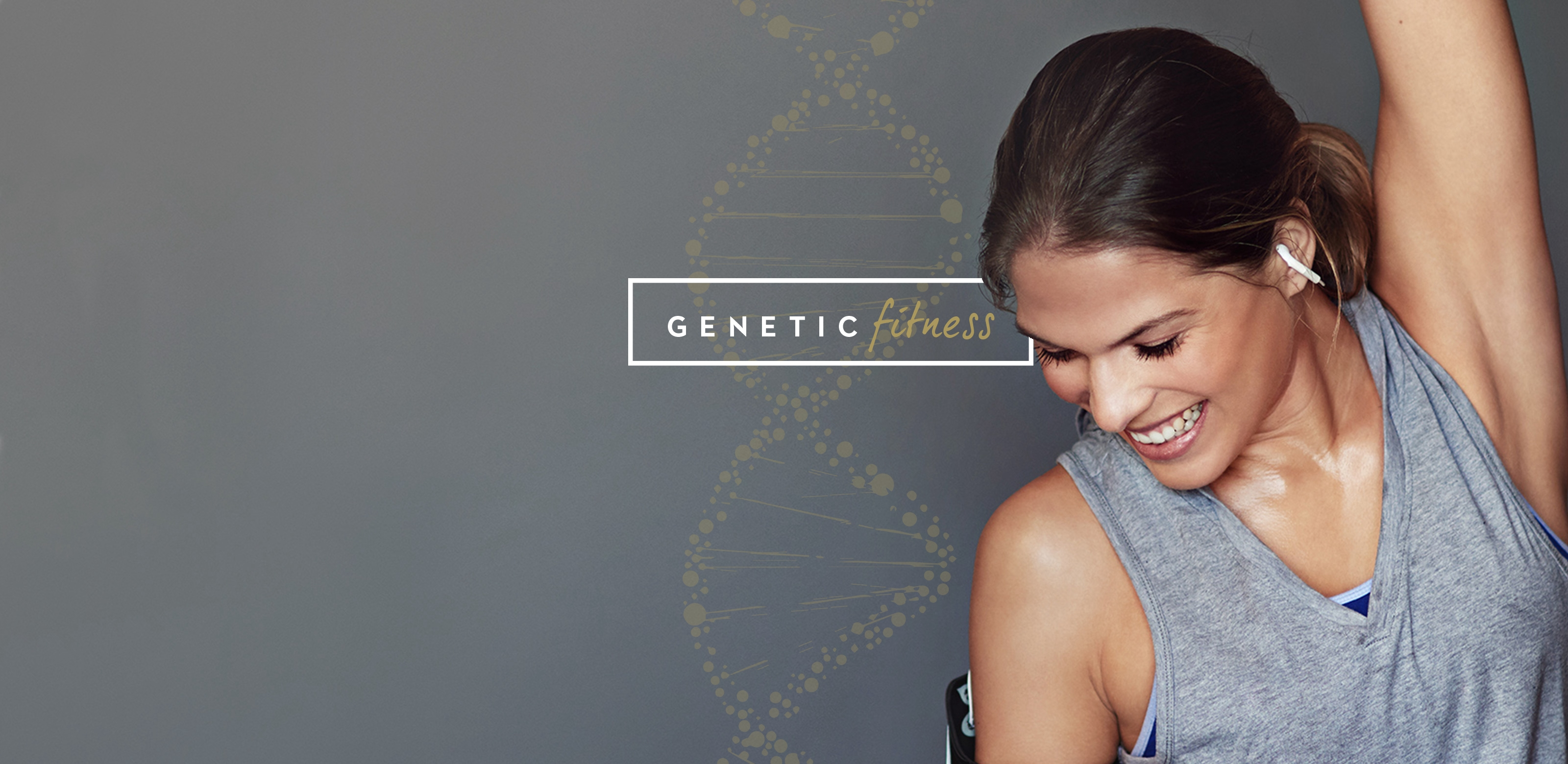 Mulher a sorrir com phones | GeneticFitness | Potencial atlético | Holmes Place