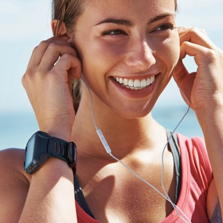 Holmes Place | Woman Smiling Headphones sport running