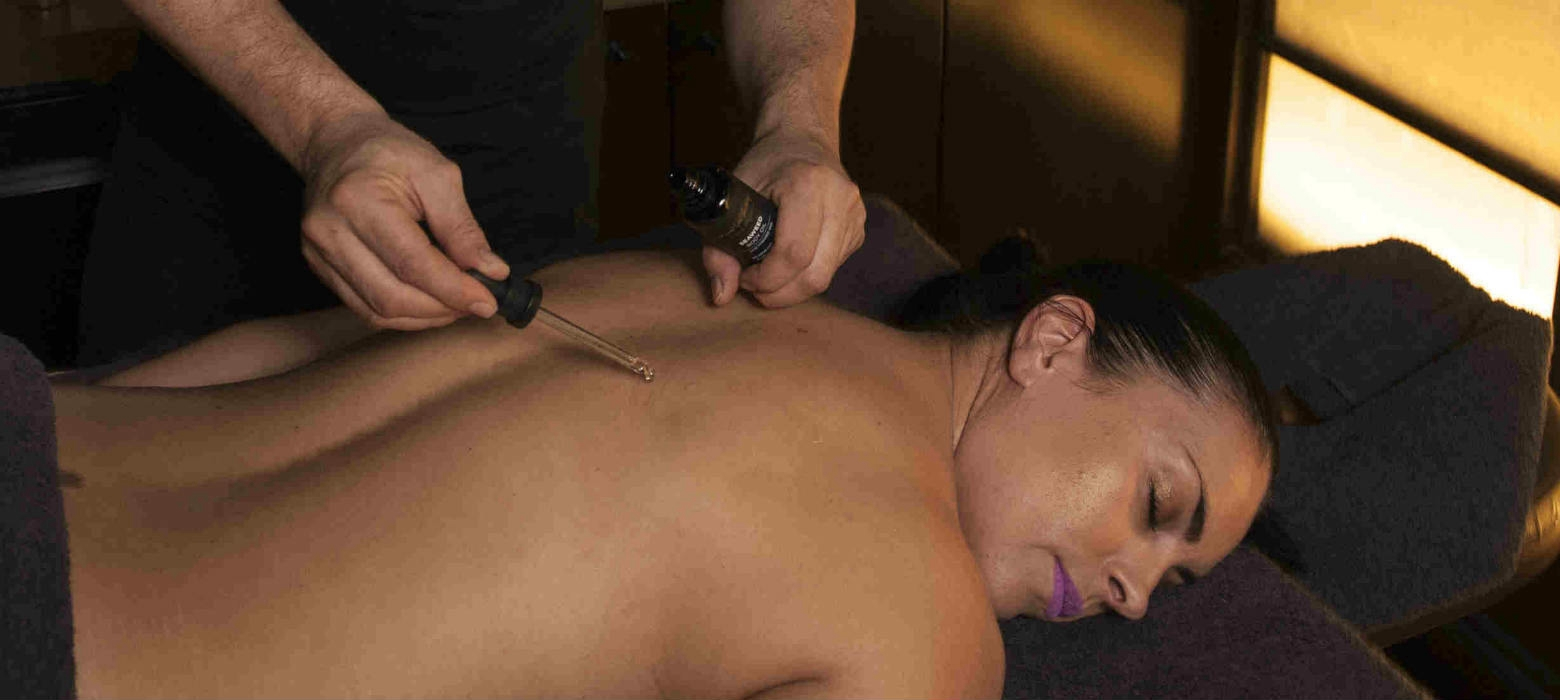 Holmes Place | Natural spa factory signature massage