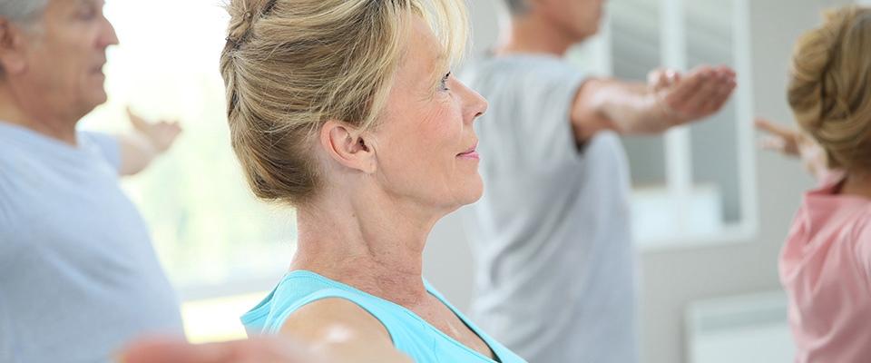Senhora a fazer exercício físico para combater a incontinência urinária | Holmes Place