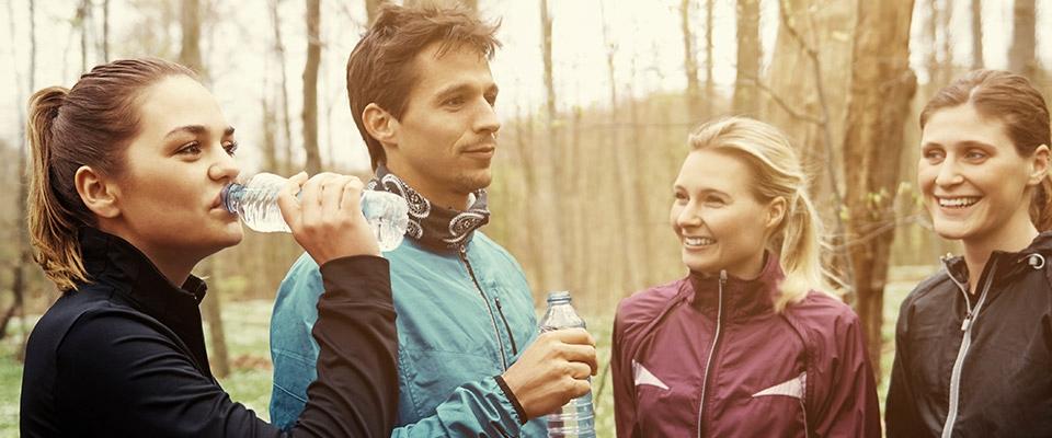 Grupo a descontrair após maratona | Dieta | Holmes Place