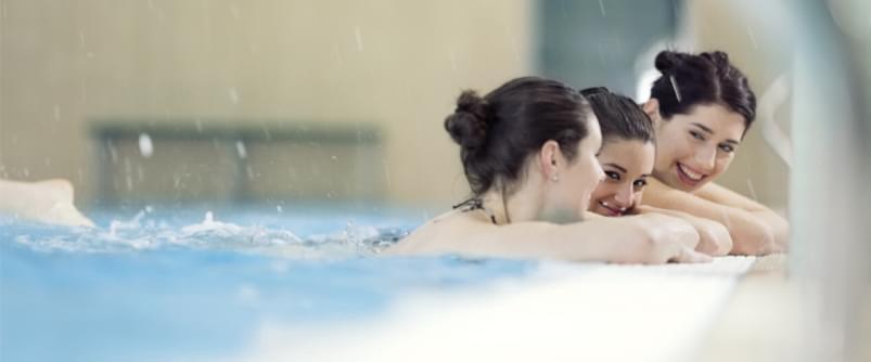 Mulheres numa piscina | Aqua Day | Holmes Place