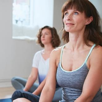 Mulher numa aula de pilates   Saúde   menopausa   Holmes Place