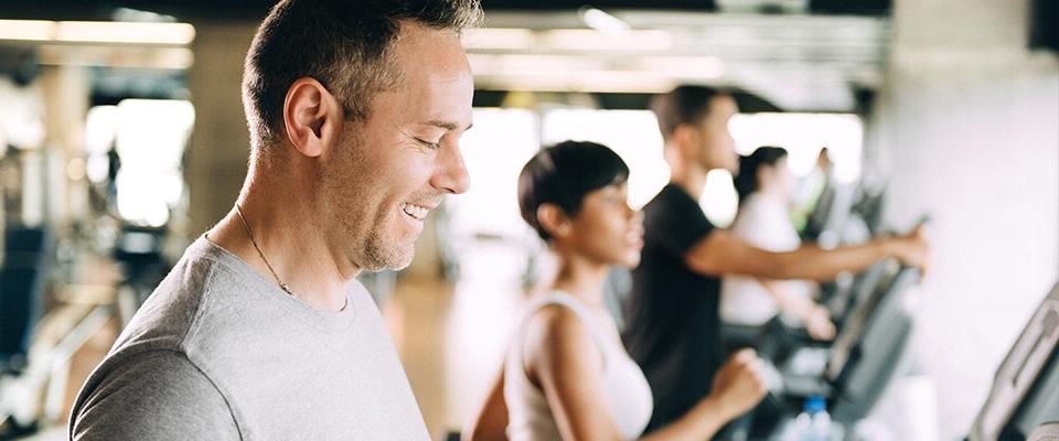 Pessoas a correr no Ginásio | Asma | Exercício Físico | Holmes Place Portugal
